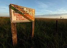 Sinalização da Terra Indígena Marãiwatsédé / Crédito: Rodrigo Baleia/Greenpeace